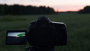 Canon 60D -kamerani kuvaamassa timelapsea. Objektiivina Sigman 17-50mm 2.8 -linssi.